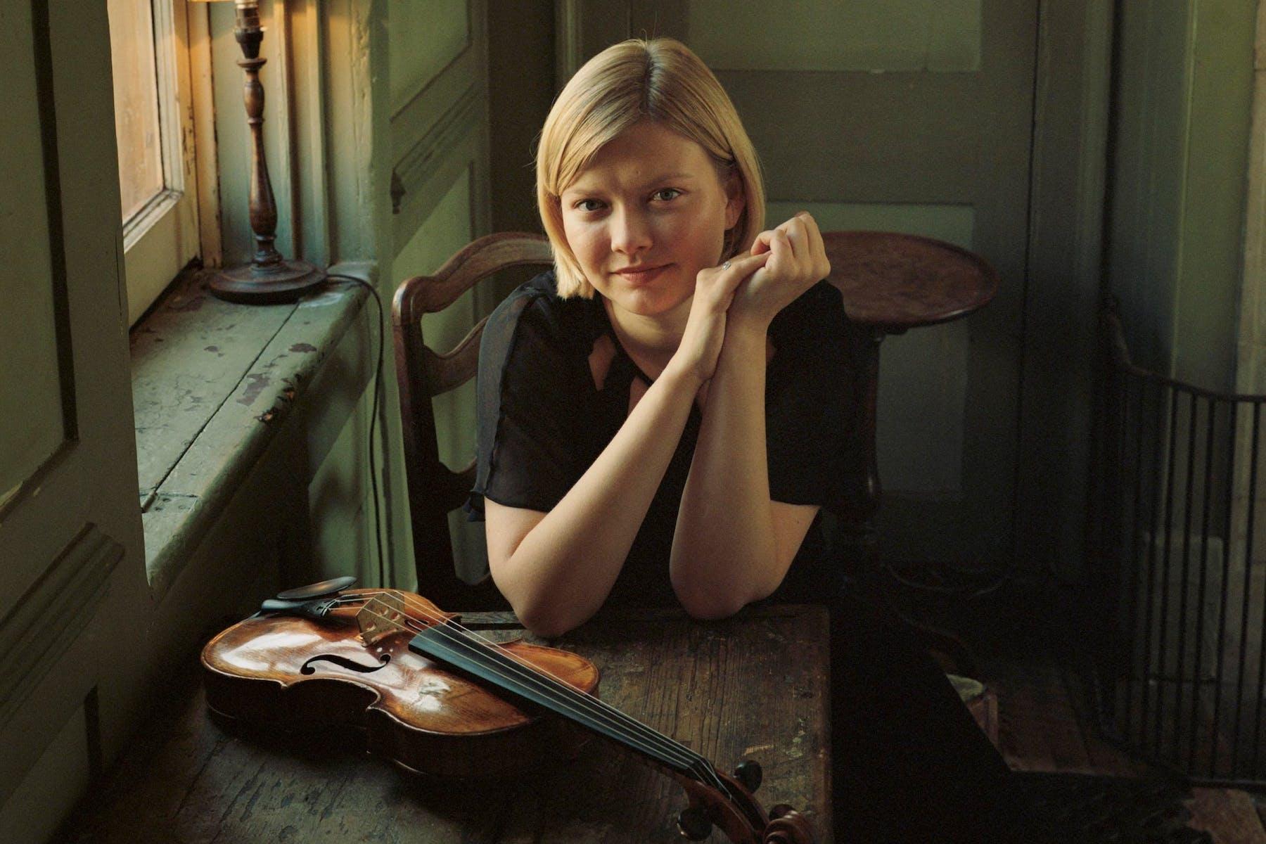 21_11_25 alina_violin_table2crop Eva Vermandel